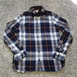 Perfect for fall ... Plaid cotton button down